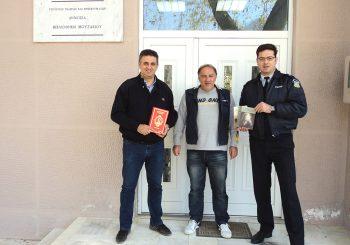 Δωρεά βιβλίων στη Δημόσια Βιβλιοθήκη Μουζακίου
